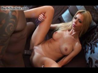 Губастая блондинка видео